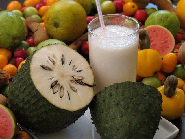 Nutritivos e refrescantes, sucos são ótimas opções para o Verão